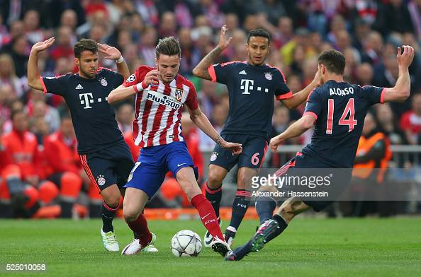 Saul Niguez of Atletico Madrid takes on Juan Bernat Thiago Alcantara and Xabi Alonso of Bayern Munich during the UEFA Champions League semi final...