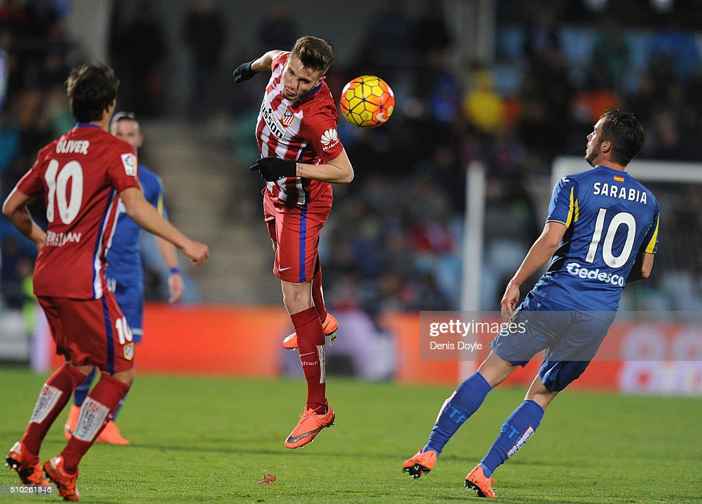 Saul Niguez of Club Atletico de Madrid heads the ball past <a gi-track='captionPersonalityLinkClicked' href=/galleries/search?phrase=Pablo+Sarabia&family=editorial&specificpeople=5848617 ng-click='$event.stopPropagation()'>Pablo Sarabia</a> of Getafe during the La Liga match between Getafe CF and Club Atletico de Madrid at Coliseum Alfonso Perez on February 14, 2016 in Getafe, Spain.