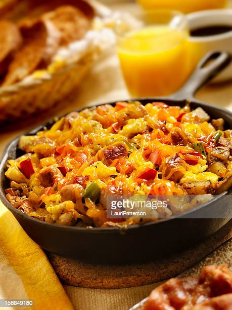 Salsiccia Pan Scrambler con formaggio Cheddar