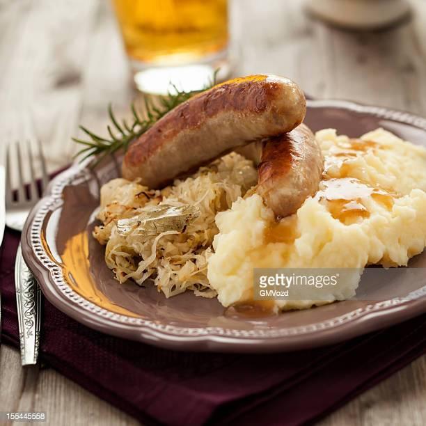 Würstchen und Sauerkraut