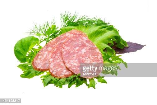Salsicce con insalata e basilico : Foto stock