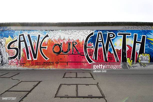 Save our Earth Teil der East Side Gallery Berliner Mauer