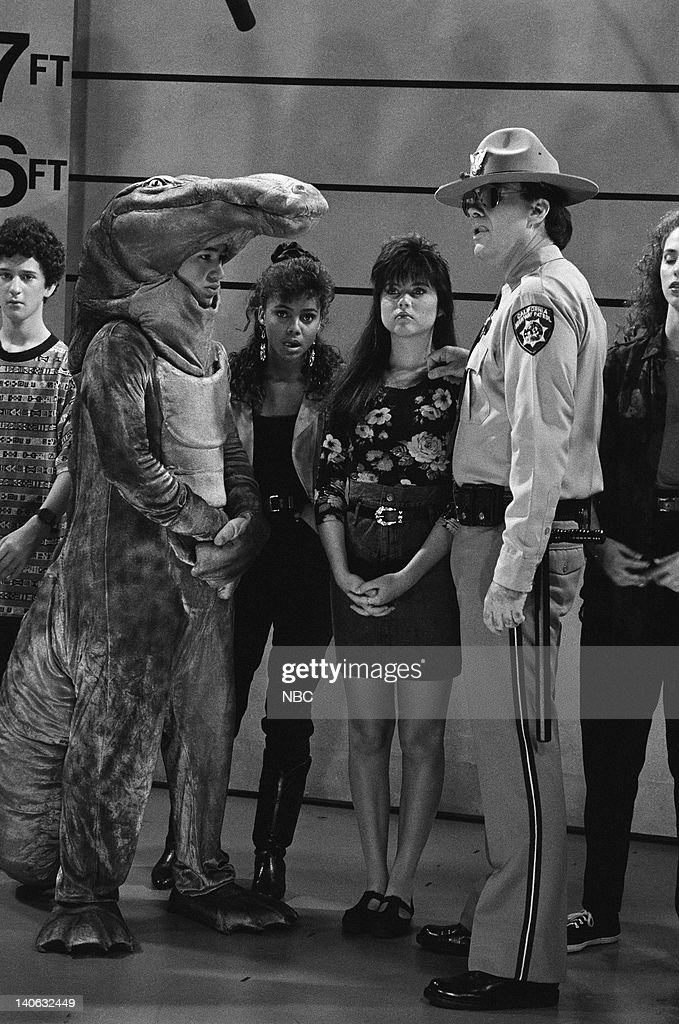 BELL 'Save That Tiger' Episode 16 Air Date Pictured Dustin Diamond as Screech Powers Mario Lopez as AC Slater Lark Voorhies as Lisa Turtle Tiffani...
