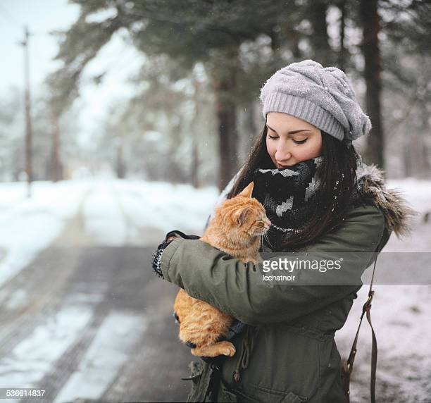 Save the stray cats from cold