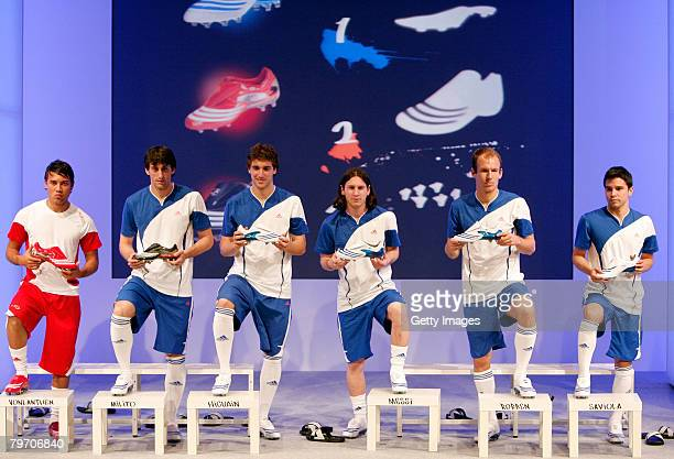 Saviola of Barcelona Arjen Robben of Real Madrid Lionel Messi also from Barcelona Gonzalo Higuain also of Real Madrid Gabriel Milito also of...