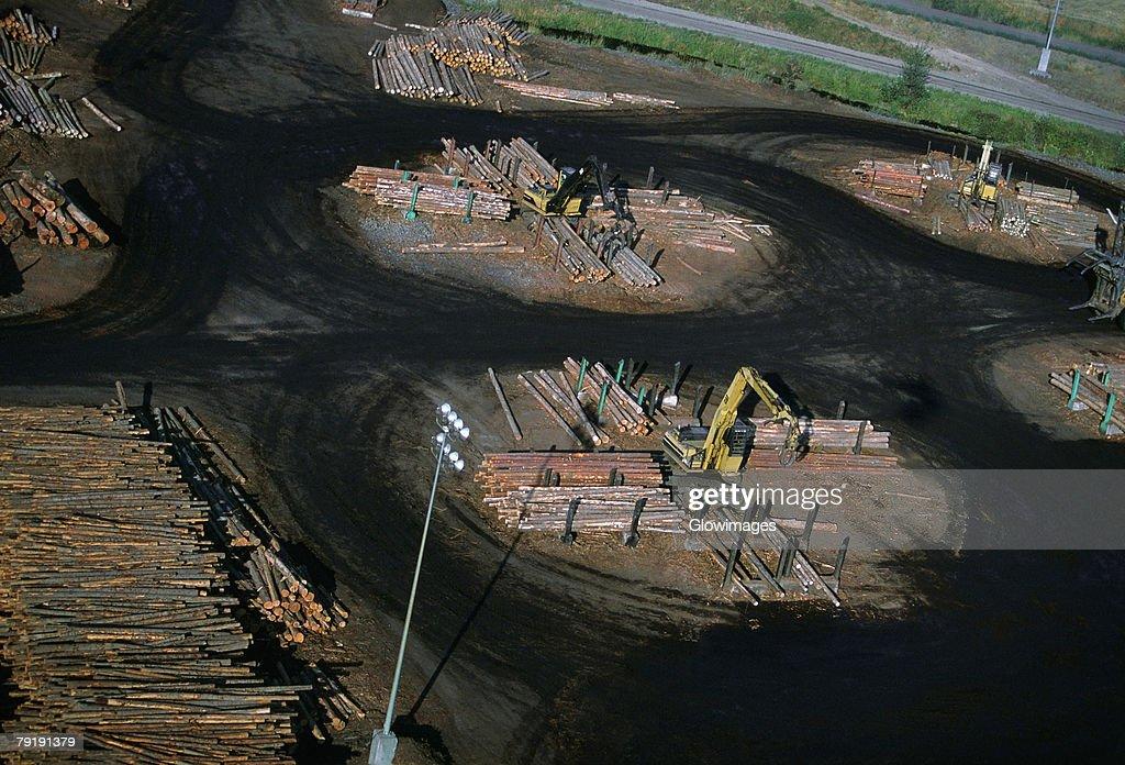 Sawmill log handler at work, Idaho : Foto de stock
