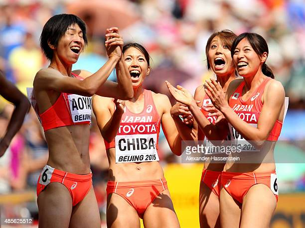 Sayaka Aoki of Japan Asami Chiba of Japan Kana Ichikawa of Japan and Seika Aoyama of Japan chat during the Women's 4x400 Metres Relay heats during...