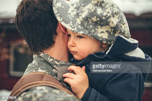Saying goodbye to daddy soldier