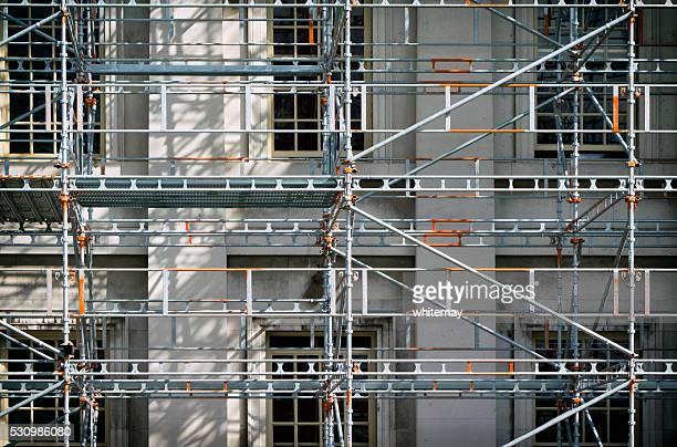 Échafaudages dans un bâtiment