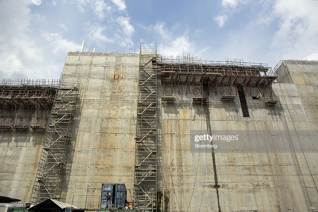 Scaffolding stands on a concrete wall at the construction site for the third sets of locks on the Pacific side of the Panama Canal near Panama City, Panama, on Thursday, April 24, 2014. Panama's presidential contenders are winding down their campaigns ahead of the May 4 election as a strike by construction workers paralyzes the expansion of the country's signature waterway, its biggest economic resource. Photographer: Susana Gonzalez/Bloomberg via Getty Images