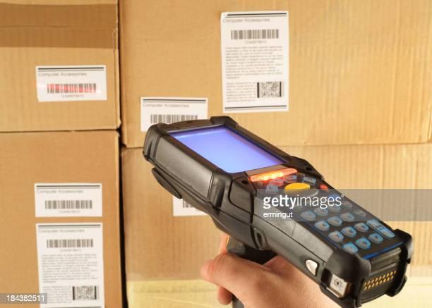 Scansione codice a barre del magazzino