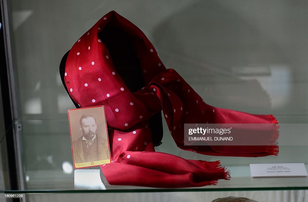 A scarf which belonged to French artist Pierre-August Renoir is on display at Heritage Auctions in New York, September 18, 2013.The single-largest archive of Renoir's personally-owned object, sculptures and letters are set to go on auction on September 19, 2013. AFP PHOTO/Emmanuel Dunand