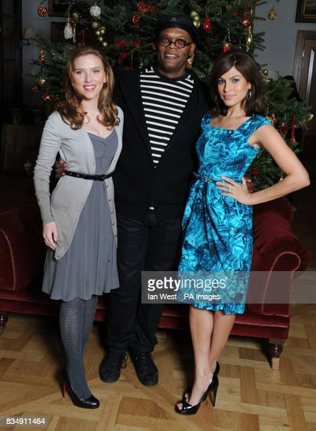 Scarlett Johansson Samuel L Jackson and Eva Mendes attend a photocall to promote Frank Miller's latest film 'The Spirit' at the Mandarin Oriental in...