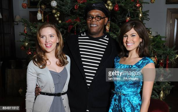 Scarlett Johansson Samuel L Jackson and Eva Mendes attends a photocall to promote Frank Miller's latest film 'The Spirit' at the Mandarin Oriental in...