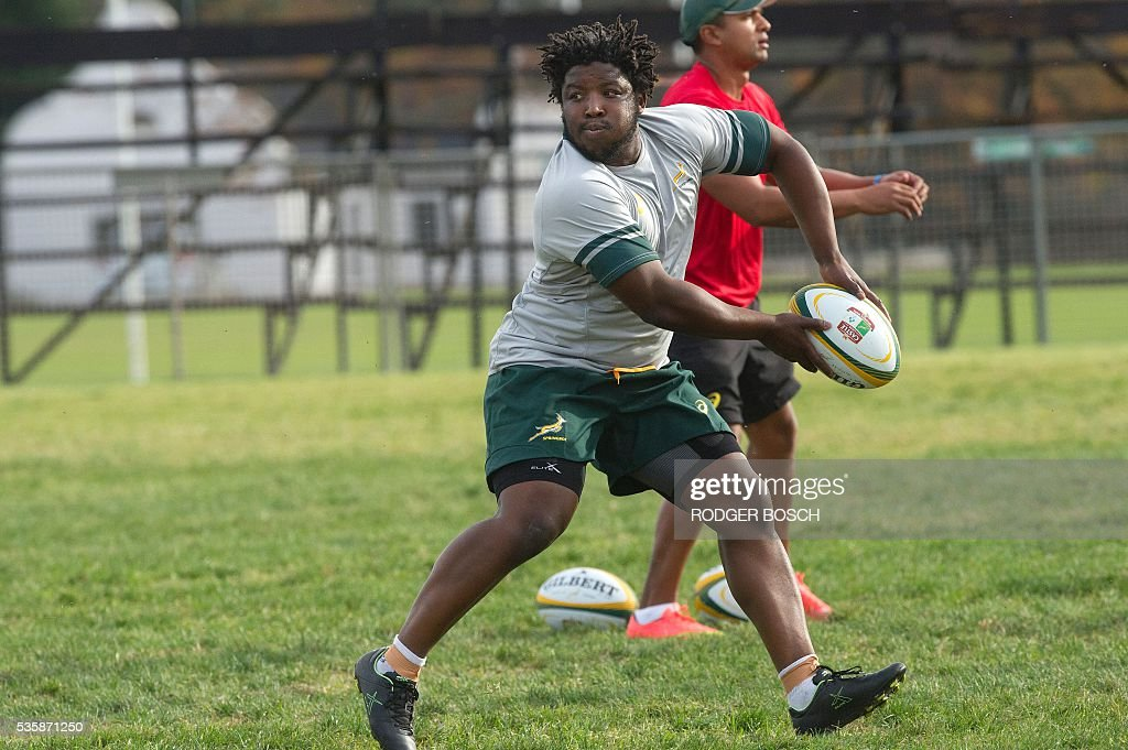 Scarra Ntubeni takes part in the South Africa's national rugby team Springbok training after the announcement of the new captain appointment on 30 May, 2016 in Stellenbosch, near Cape town. Adriaan Strauss will captain South Africa in a three-Test home series against Ireland during June, new national coach Allister Coetzee announced Monday in Stellenbosch near Cape Town. / AFP / RODGER