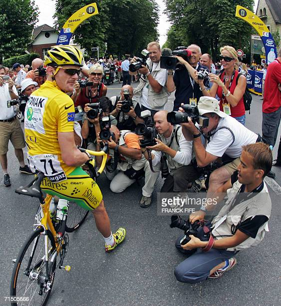 Yellow jersey USA's Floyd Landis is surrounded by photographers before the start of the 1545 km twentieth and last stage of the 93rd Tour de France...