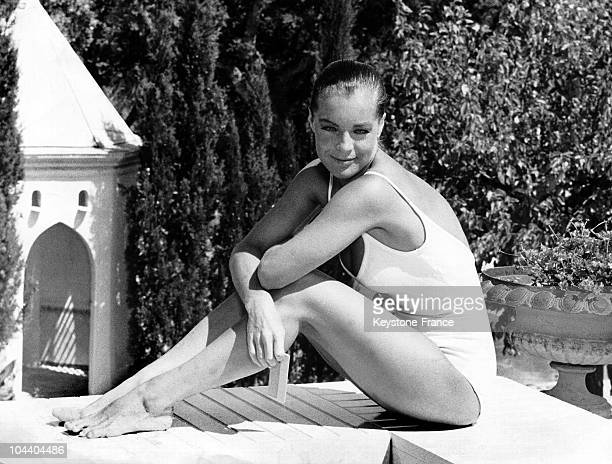 A scene from Jacques DERAY's film THE SWIMMING POOL starring Romy SCHNEIDER and Alain DELON The young Austrian actress is here on the edge of the...