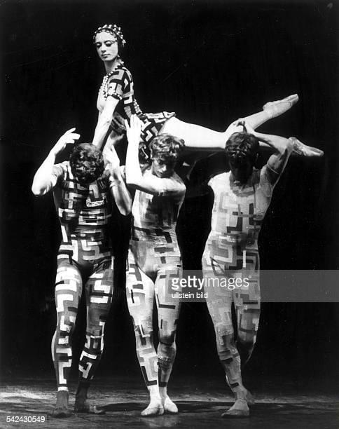 Scene from the ballet 'The Sphinx' with Marcia Haydee Richard Cragun Egon Madsen and Heinz Clauss in the Württembergisches Staatstheater Stuttgart...
