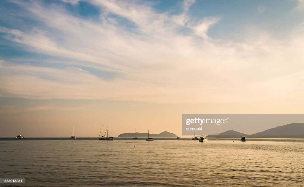 Paisagem de Ao Yon Bay, Phuket, Tailândia : Foto de stock