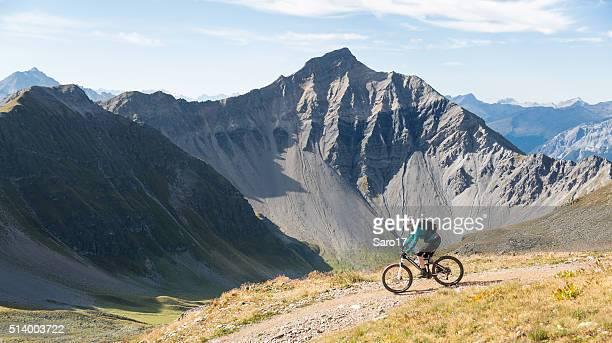 Malerische Graubünden Mountainbiken am Morgen, Schweiz