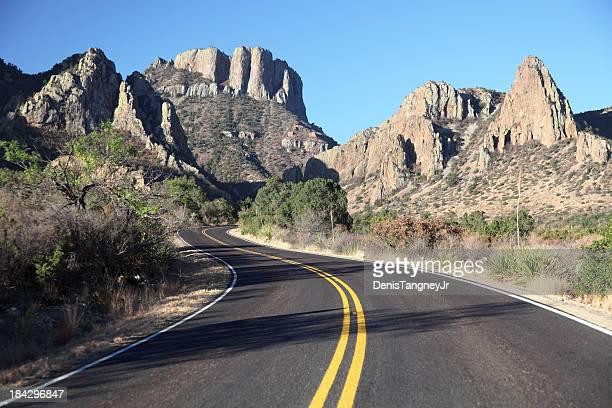 Route de montagne pittoresque au Texas, près du Parc National de Big Bend