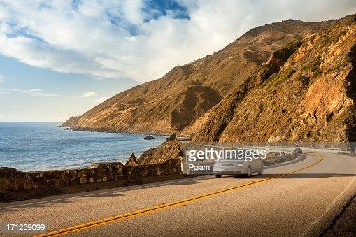 美しい通りの大きな Sur 、カリフォルニアの海岸線と海