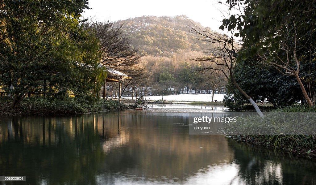 Scenic view of a Pavilion by West Lake,Hangzhou,Zhejiang,China : Foto de stock