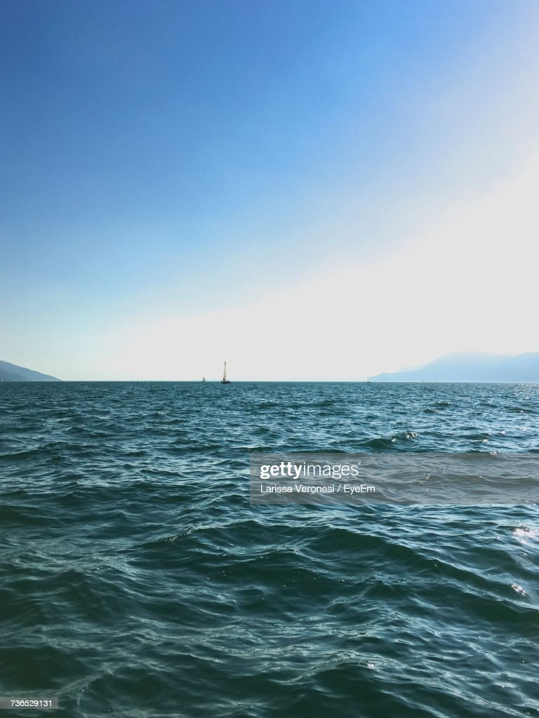 Scenic View Of Sea Against Clear Blue Sky : Stock-Foto
