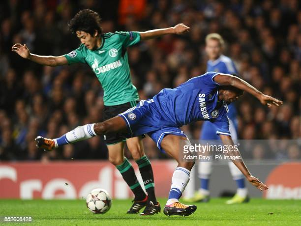 Schalke 04's Atsuto Uchida and Chelsea's Samuel Eto'o battle for the ball