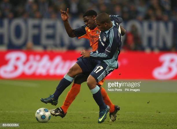 Schalke 04's Jefferson Farfan and Manchester City's Micah Richards battle for the ball