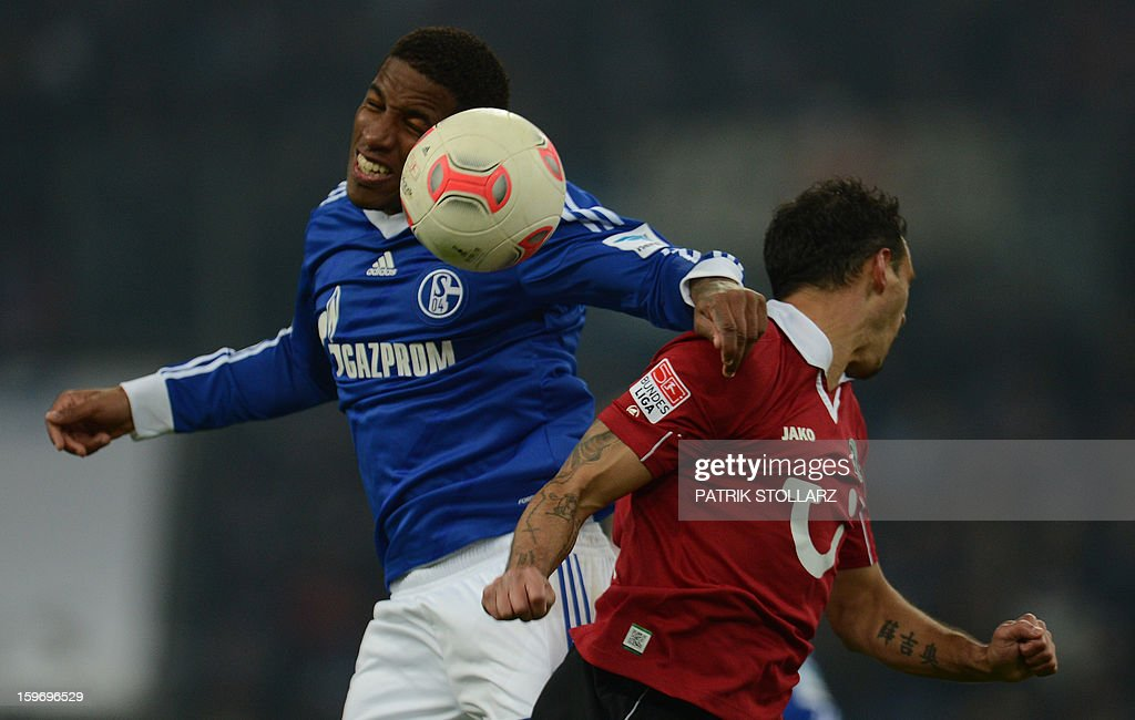 Schalke's Peruvian striker Jefferson Farfan and Hanover's midfielder Sergio Pinto vie for the ball during the German first division Bundesliga football match FC Schalke 04 vs Hanover 96 in the German city of Gelsenkirchen on January 18, 2013.