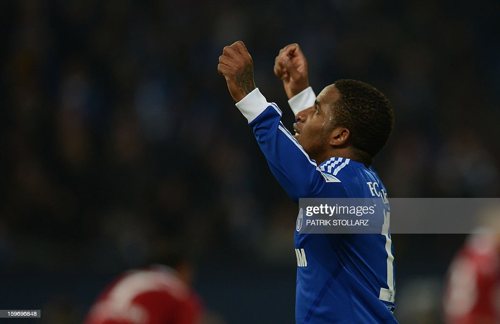 Schalke's Peruvian striker Jefferson Farfan celebrates during the German first division Bundesliga football match FC Schalke 04 vs Hanover 96 in the German city of Gelsenkirchen on January 18, 2013.