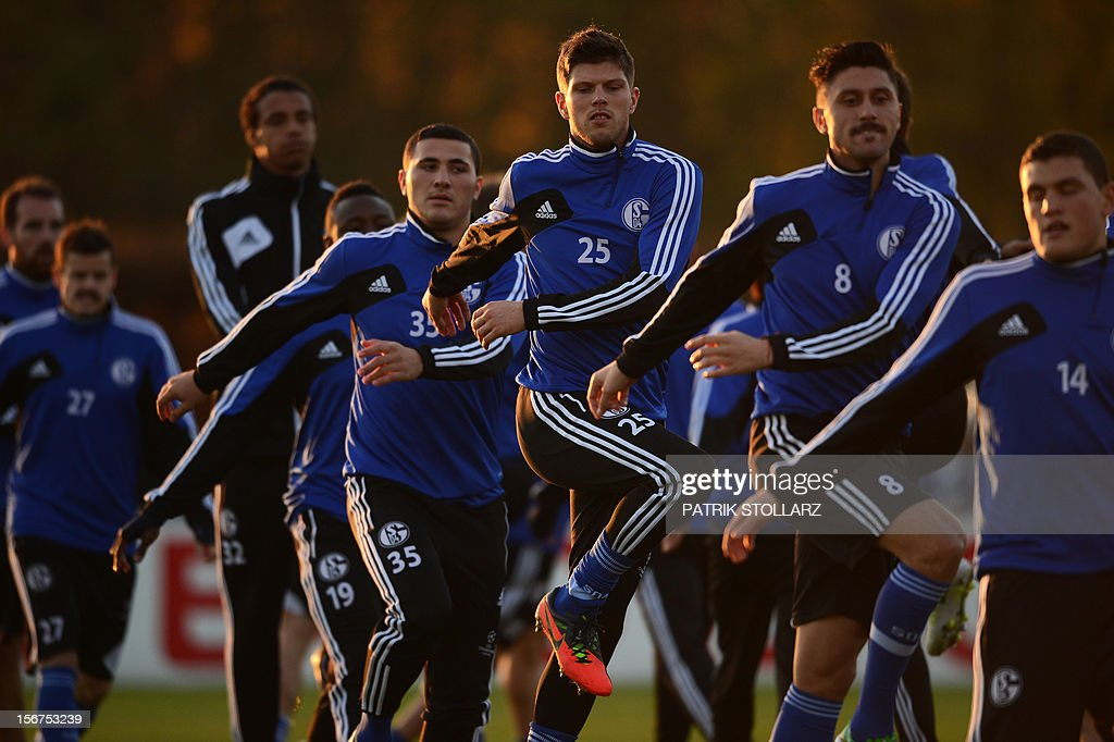 Schalke's players including Dutch striker Klaas-Jan Huntelaar (C) warm up during a training session at the training ground, in Gelsenkirchen,western Germany on November 20, 2012, on the eve of the UEFA Champions League football match against Olympiacos Piraeus.