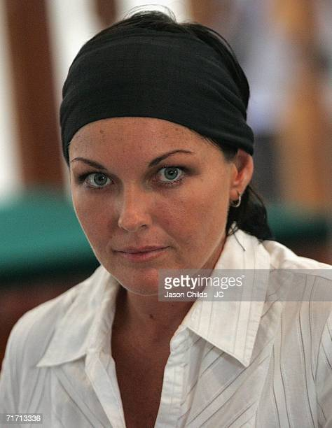 Schappelle Corby look around during the judicual hearing in Denpasar District Court August 25 2006 in Denpasar Bali Indonesia Corby's defence team...