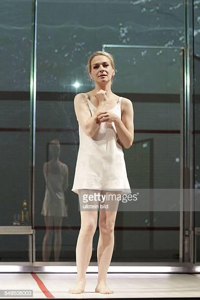 Schauspieler Anika Mauer als Emma am im Theaterstueck BETROGEN von Harold Pinter im Berliner Renaissance Theater Premiere