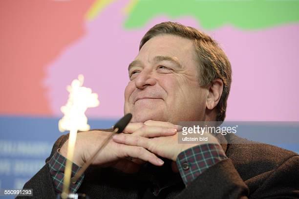 Schauspieler John Goodman während der Pressekonferenz zum Film THE MONUMENTS MEN anlässlich der 64 Internationalen Filmfestspiele Berlin