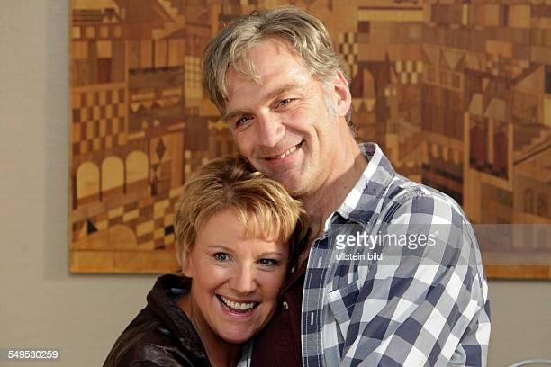 Schauspieler Mariele Millowitsch und Walter Sittler bei den Dreharbeiten zum ZDFKomödie 'Der große Schwindel' in Köln