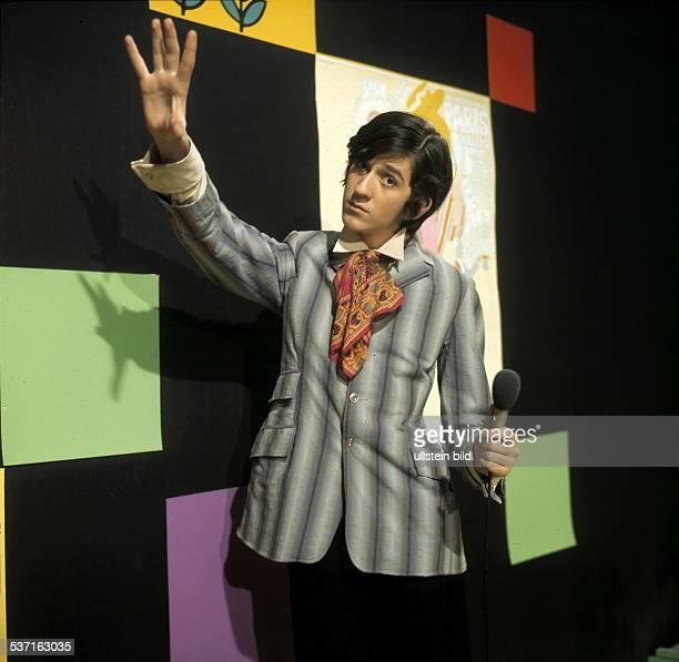 Schauspieler Regisseur D moderiert seine Sendung '4321 HOT AND SWEET' 1969