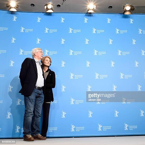Schauspieler Sir Tom Courtenay mit Schauspielerin Charlotte Rampling während des Photocalls zum Film 45 YEARS anlässlich der 65 Internationalen...