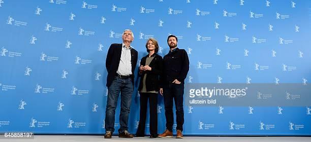 Schauspieler Sir Tom Courtenay Schauspielerin Charlotte Rampling und Regisseur Andrew Haigh während des Photocalls zum Film 45 YEARS anlässlich der...