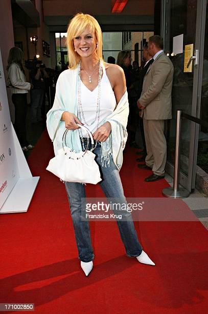 Schauspielerin Anja Nejarri Bei Der 'Love Helps' Charity Gala Zugunsten Dunkelziffer EV Im Hotel East In Hamburg Am 070506