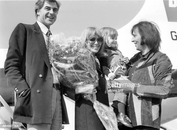 * Schauspielerin D mit ihrem Mann David Cameron Tochter Antonia Christina und Les Humphries in Hamburg