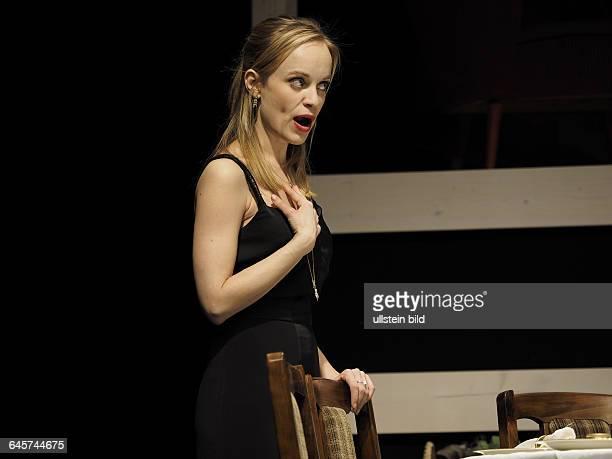 Schauspielerin Friederike Kempter als Karen Weston am bei der Fotoprobe zum Theaterstueck EINE FAMILIE August Osage County im Berliner Theater am...