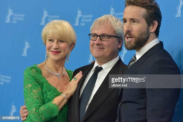 Schauspielerin Helen Mirren Regisseur Simon Curtis und Schauspieler Ryan Reynolds während des Photocalls zum Film LIFE anlässlich der 65...