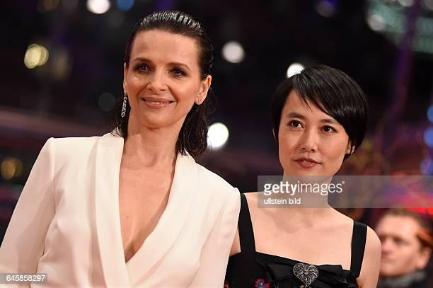 Schauspielerin Juliette Binoche und Schauspielerin Rinko Kikuchi während der Premiere des Eröffnungsfilms NOBODY WANTS THE NIGHT anlässlich der 65...