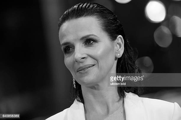 Schauspielerin Juliette Binoche während der Premiere des Eröffnungsfilms NOBODY WANTS THE NIGHT anlässlich der 65 Internationalen Filmfestspiele...