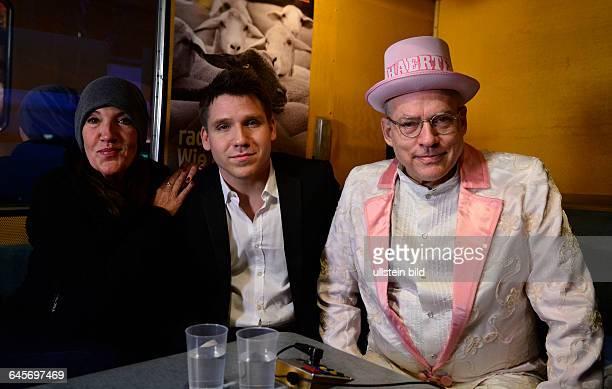 Schauspielerin Katie Karrenbauer Schauspieler Hanno Koffler und Regisseur Rosa von Praunheim im RadioEinsBus anlässlich der 65 Internationalen...