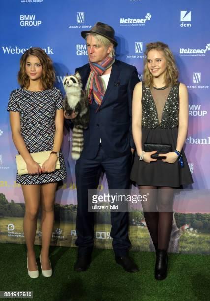 Schauspielerin LisaMarie Koroll Regisseur Detlev Buck Schauspielerin Lina Larissa Strahl vl aufgenommen bei der Premiere vom Film Bibi Tina Mädchen...