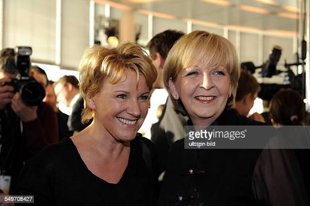 Schauspielerin Mariele Millowitsch und NRW Ministerpräsidentin Hannelore Kraft in Köln beim 'WDR Treff'