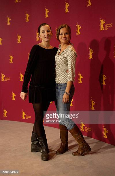 Schauspielerin Meret Becker und Stefanie Stappenbeck während der Präsentation des Films Komm Näher/Happy As One auf den 56 Internationalen...